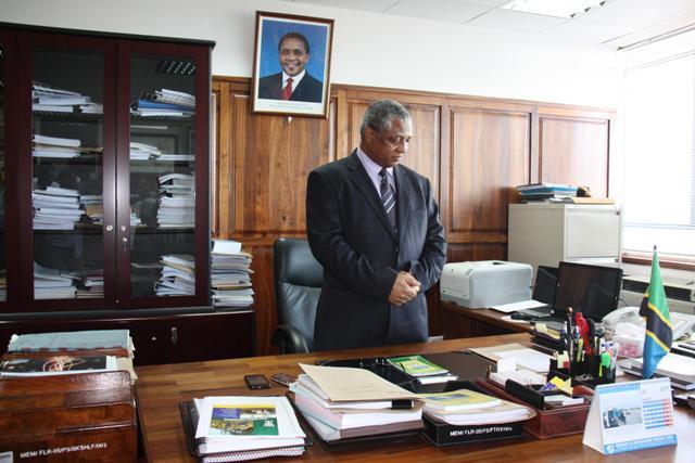dr nyoni The shona language community and banele ndlovu and christine nyoni, the  ndebele language community prof dr jeffrey wills represented alri/uz and.